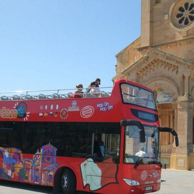 אוטובוס תיירים גוזו