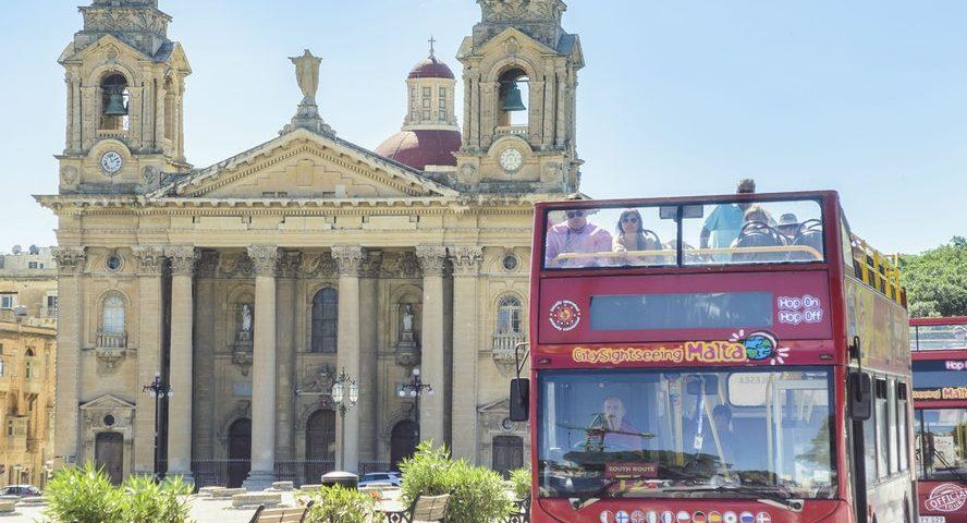 אוטובוס תיירים במלטה